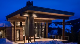 The strength of steel maximizes the use of glass for the views and transparency of this home built by Teton Heritage Builders. PHOTO Courtesy of Teton Heritage Builders