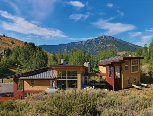 This new Mountain Modern home incorporates both standard and custom Sierra Pacific windows for outstanding views and energy efficiency. ARCHITECT Williams Partners. BUILDER Poster Construction. PHOTOS Courtesy of Williams Partners Architects.